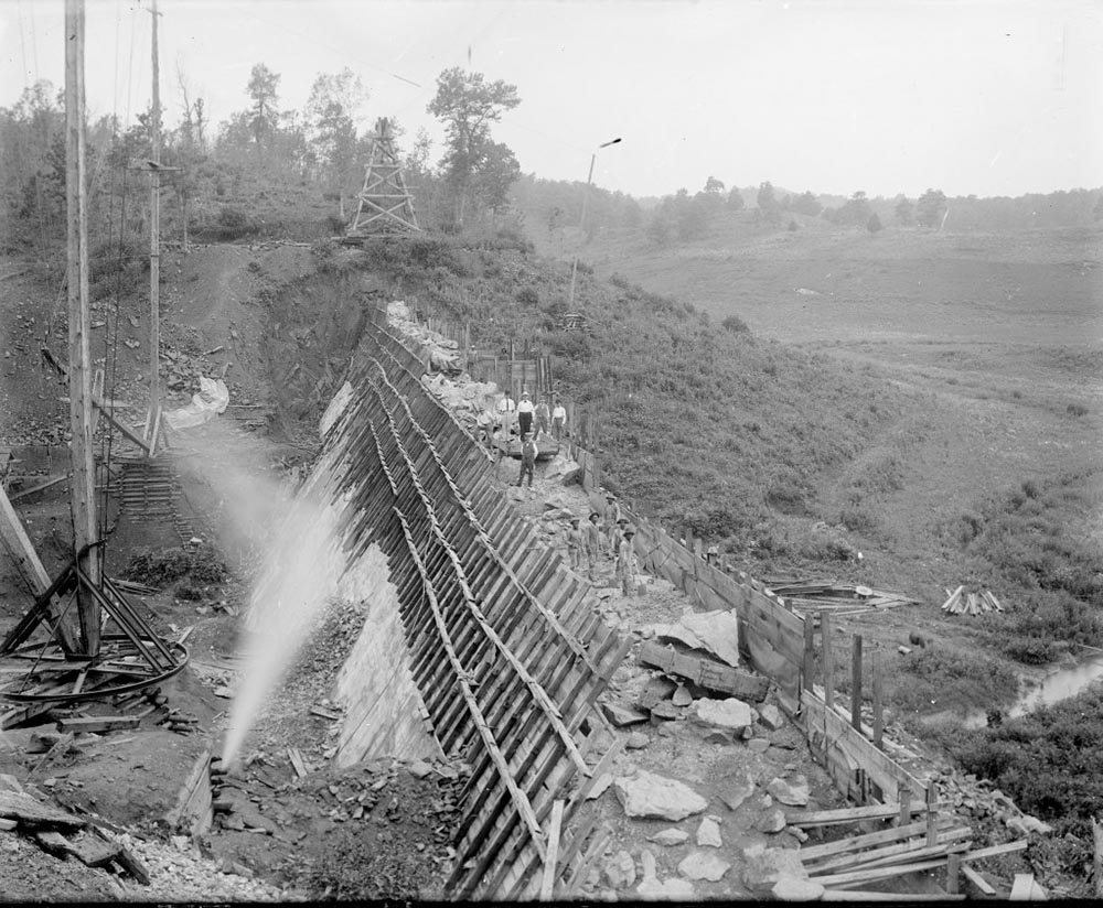 Construction of Lower Ragged Mountain Dam taken by Holsigner around the turn of the century